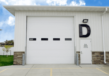 exterior of Mandan shop / warehouse space for lease with overhead door